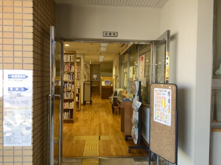 摂津市立鳥飼図書センター 2階入り口