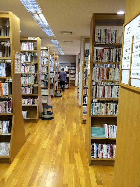 摂津市立鳥飼図書館2階