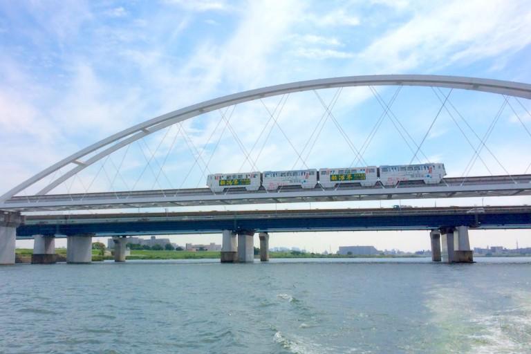 鳥飼大橋とモノレール