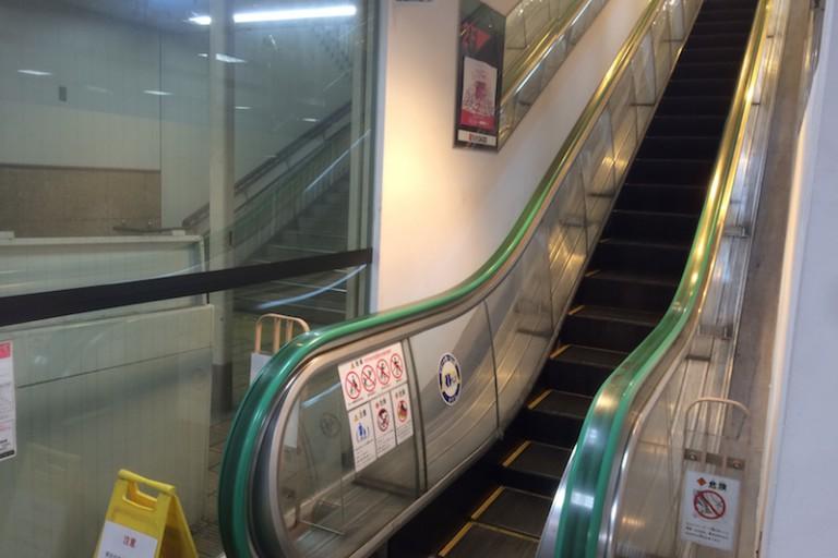 エスカレーター 1階