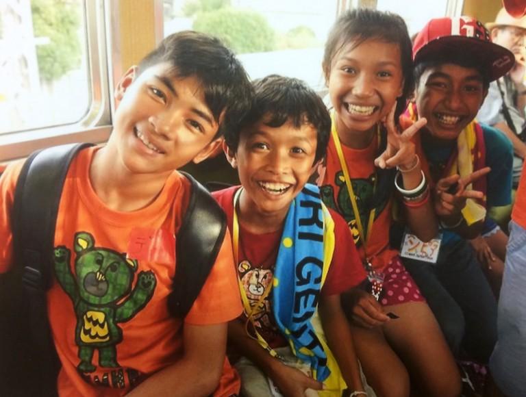 阪急電車内にカンボジア人