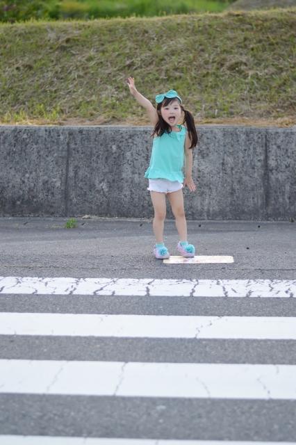 横断歩道 女の子