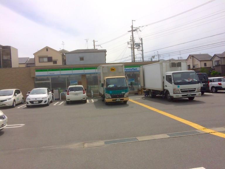 ファミマ 摂津庄屋店開店前