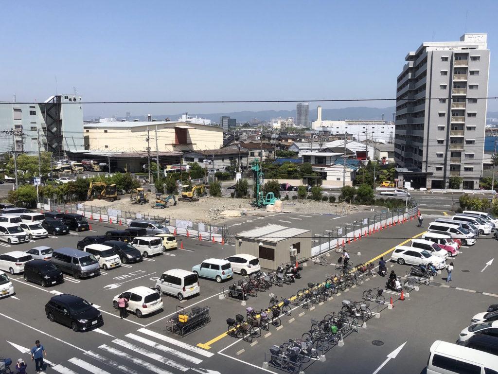 ホームセンターコーナン摂津鳥飼西店の駐車場の一角が、飲食 ...