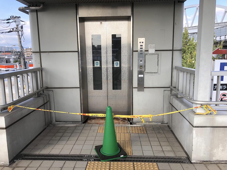 故障中のエレベーター