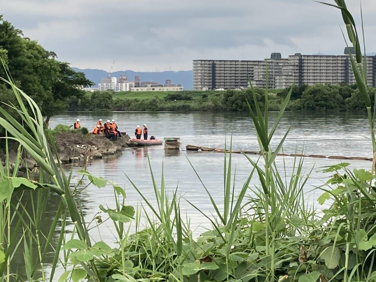 市 事故 摂津 乗用車が親子はね、2歳女児死亡 大阪・摂津